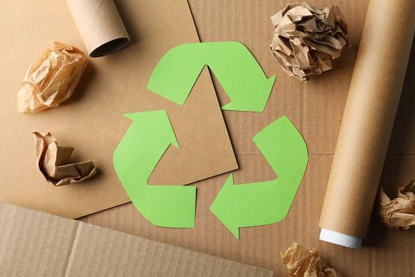 Invista em papel reciclado